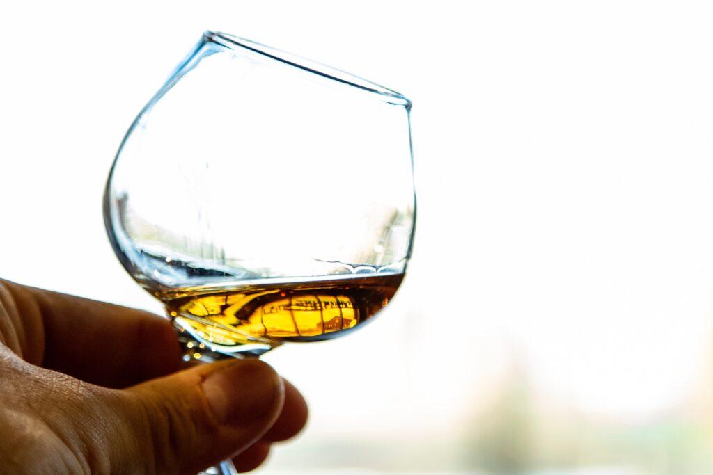 robin-canfield-C8qNdlqlS6k-unsplash-whisky-premium